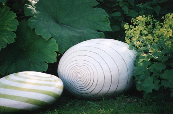 Platten burkhardt keramik im garten for Garten steine platten